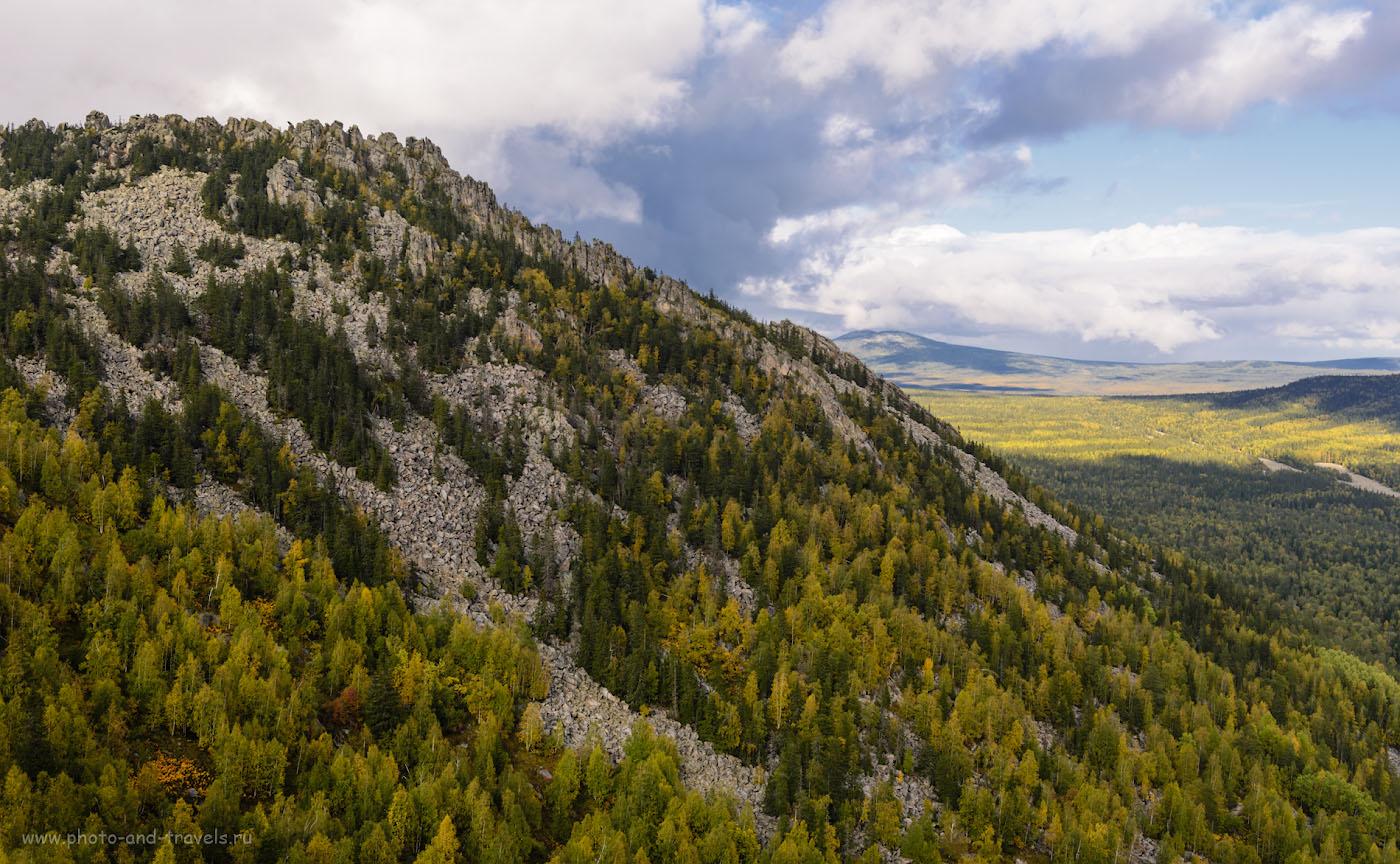 Фото 6. Вид со стороны Перьев на Бараньи лбы. Вдалеке – высочайшая вершина национального парка «Таганай» гора Круглица. 1/200, -2.0, 8.0, 100, 35.