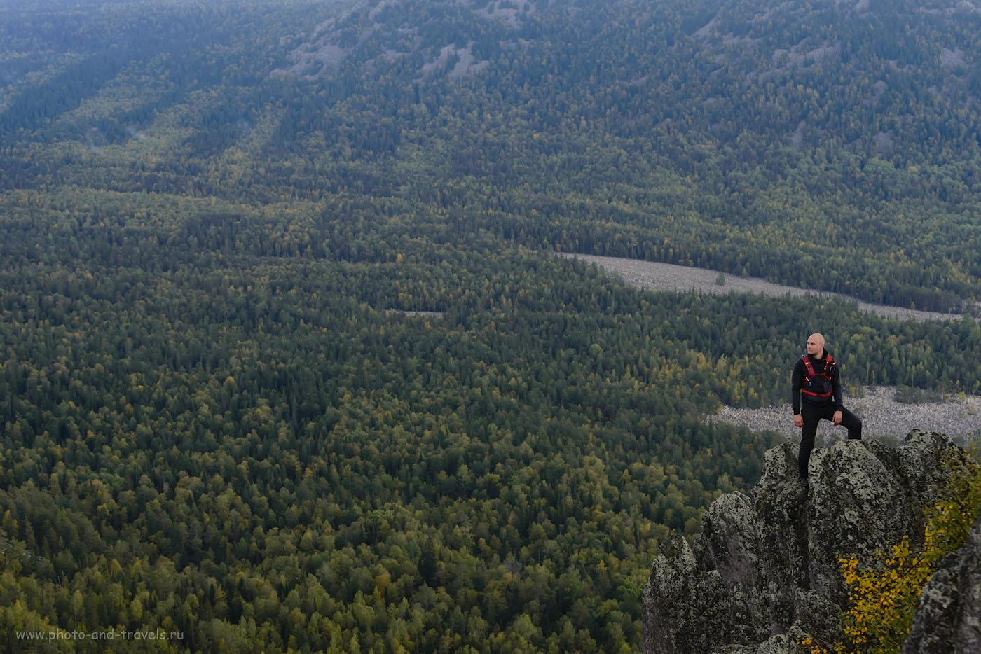 Фото 12. С вершины двуглавой сопки открываются захватывающие виды на Большую Каменную реку, к которой можно добраться по Нижней тропе, или свернув после «Белого ключа» с Верхней. 1/320, -1.33, 7.1, 1100, 70.