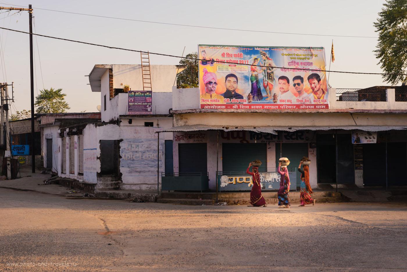 Фото 3. Сборщицы кизяка на улицах Орчхи. Отзывы об отдыхе в Индии. 1/160, 5.6, 180, 70.