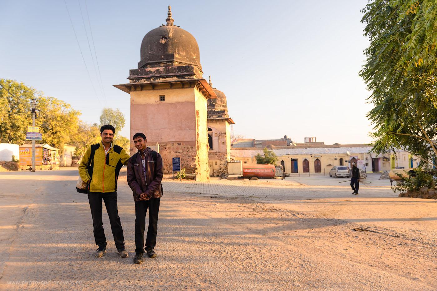 Снимок 5. Утренние прохожие в Орчхе. Отчет о поездке в Индию в феврале 2017. 1/200, 4.0, 100, 24.
