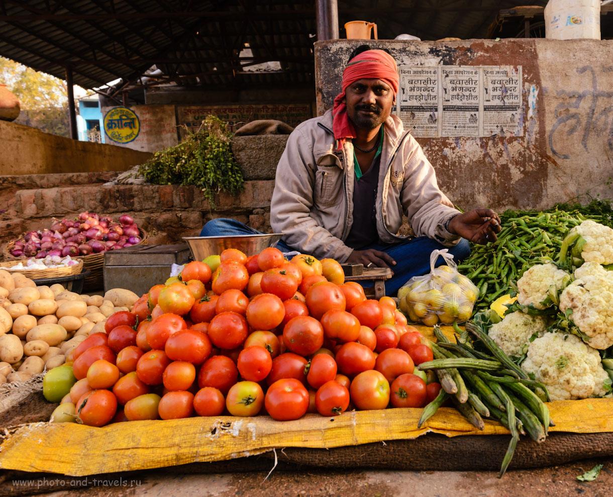 Фотография 11. Продавец овощей на рынке в Орчхе. Отчет о путешествии по Центральной Индии зимой. 1/50, 10.0, 280, 24.