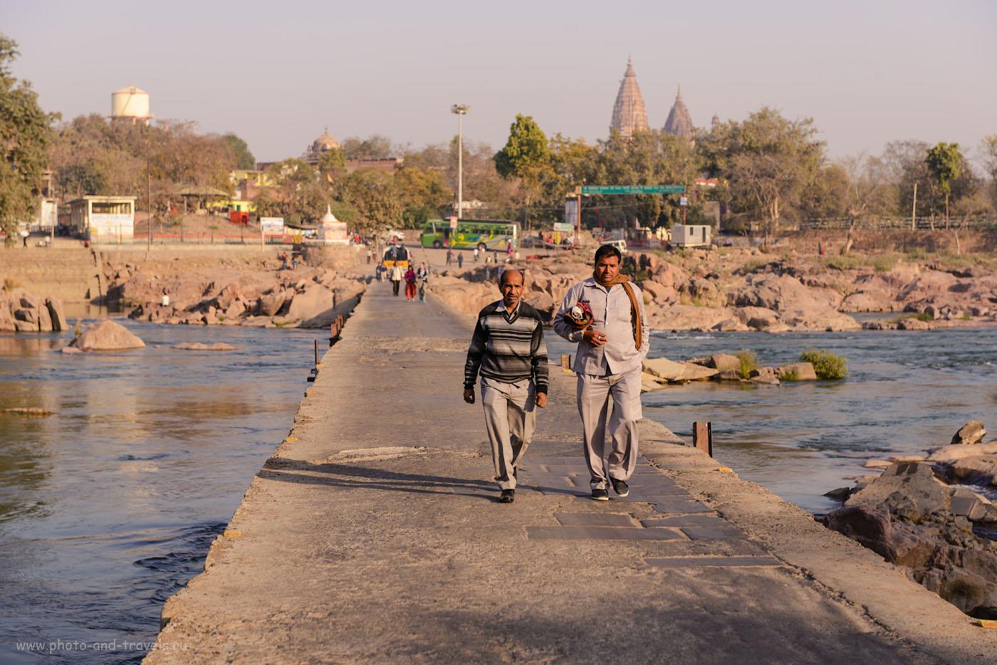 Фото 19. На мосту через Бетву, как всегда, оживленно. Отзывы туристов о самостоятельном отдыхе в Индии. 1/400, +0.33, 4.5, 100, 70.
