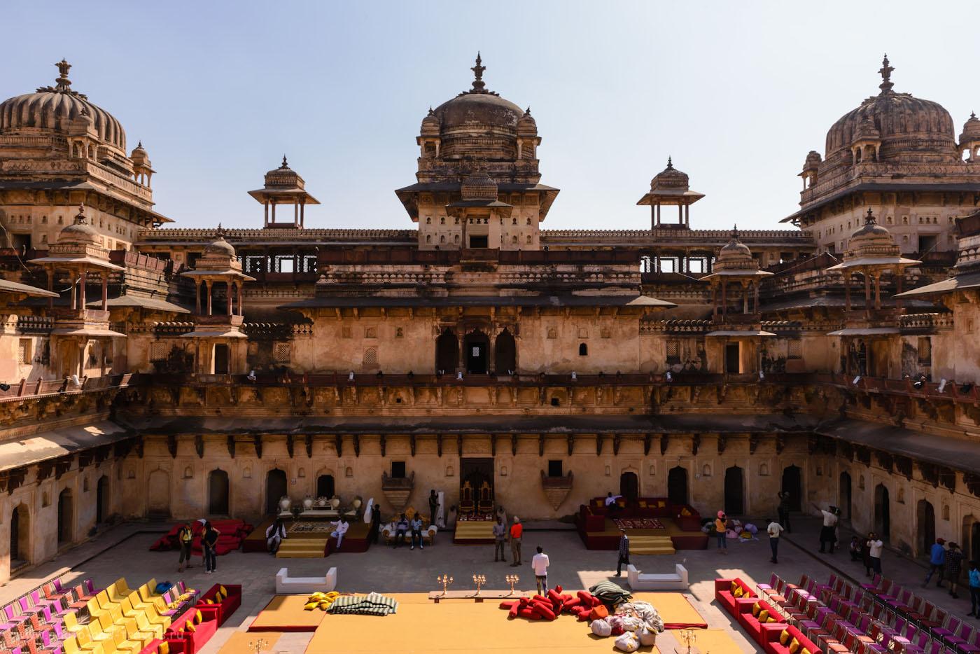 Снимок 5. Внутренний дворик дворца Джахангир-Махал в Орчхе.