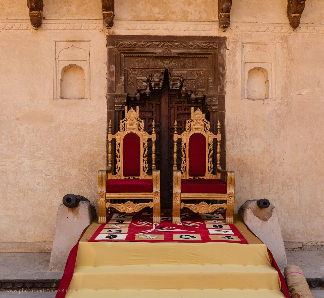 Фото 16. Трон для молодых. Вечером во дворце Джахангир-Махал будет свадьба.