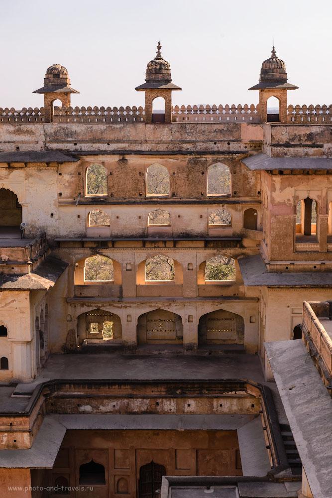 Фото 20. Красивая архитектура стиля Великих Моголов во дворце Радж-Махал в Орчхе.