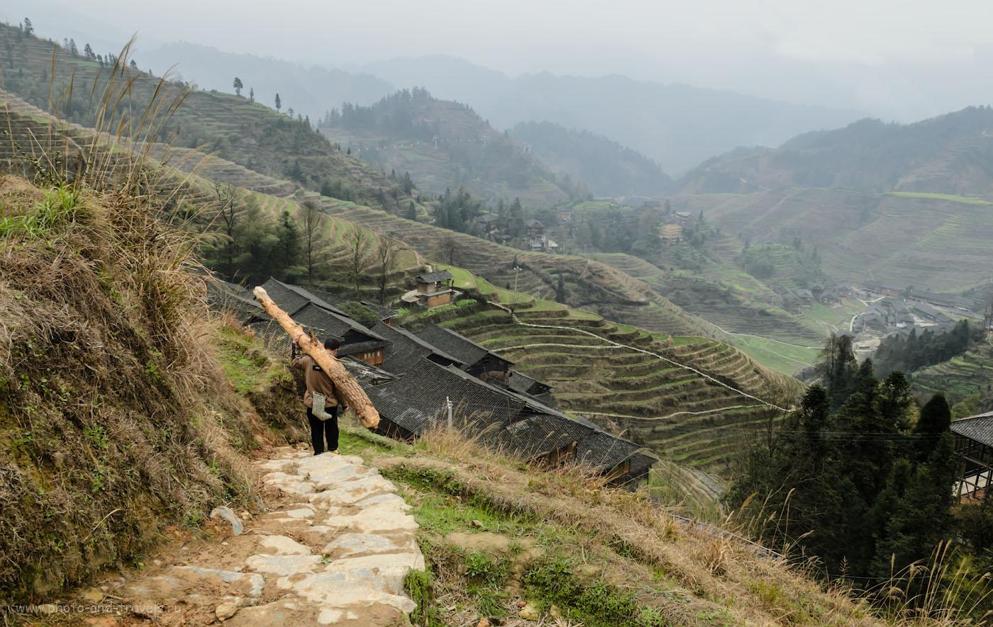 Фото 2. Китайский Ленин на субботнике в горах у деревни Дажай. Отзывы об отдыхе в Китае самостоятельно. Рисовые террасы.