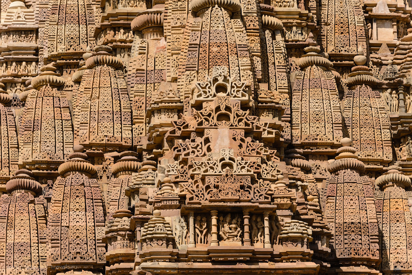 Фото 11. Так выглядит верхний ярус храмов в Кхаджурахо. 1/500, 8.0, 160, 240.