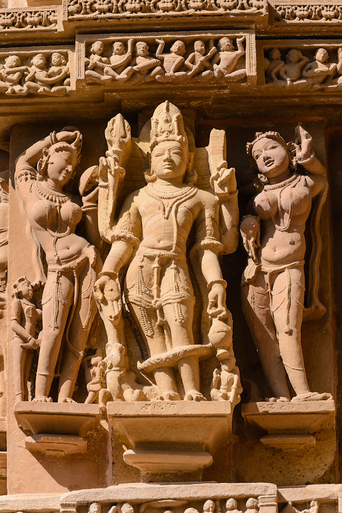 Фотография 13. Храмы Кхаджурахо – пособие для изучения индуистских и джайнистских богов. Отзывы о самостоятельной поездке по Индии зимой 2017. 1/500, 10.0, 320, 220.