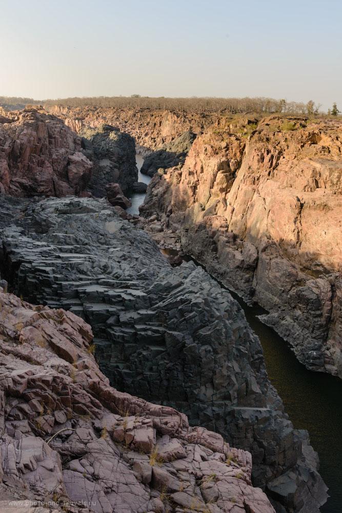 Фотография 4. Разноцветный каньон у водопадов Raneh Falls. Отчет о путешествии по Индии дикарями. 1/80, -0.33, 9.0, 140, 36.