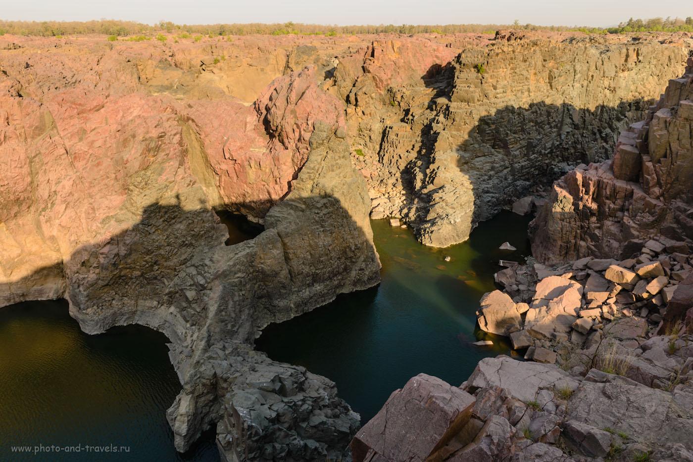 Фото 5. Жаль, нельзя человека поставить на краю водопадов Raneh Falls, чтобы зритель представил высоту. Только по размерам деревьев можно сориентироваться. 1/50, 9.0, 110, 24.