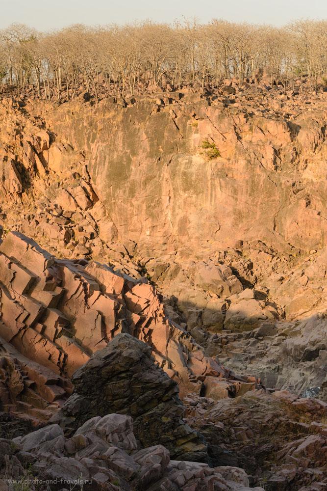 Фотография 7. Отвесные стены каньона реки Кен. Что посмотреть недалеко от Кхаджурахо. 1/200, 0.33, 14.0, 720, 100.