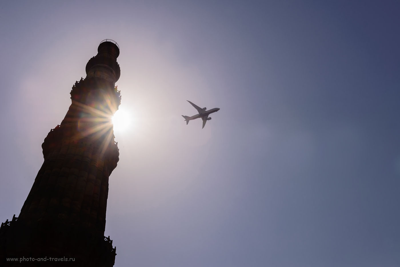 Фото 16. Каждые пять минут над минаретом Кутб-Минар пролетают самолеты.