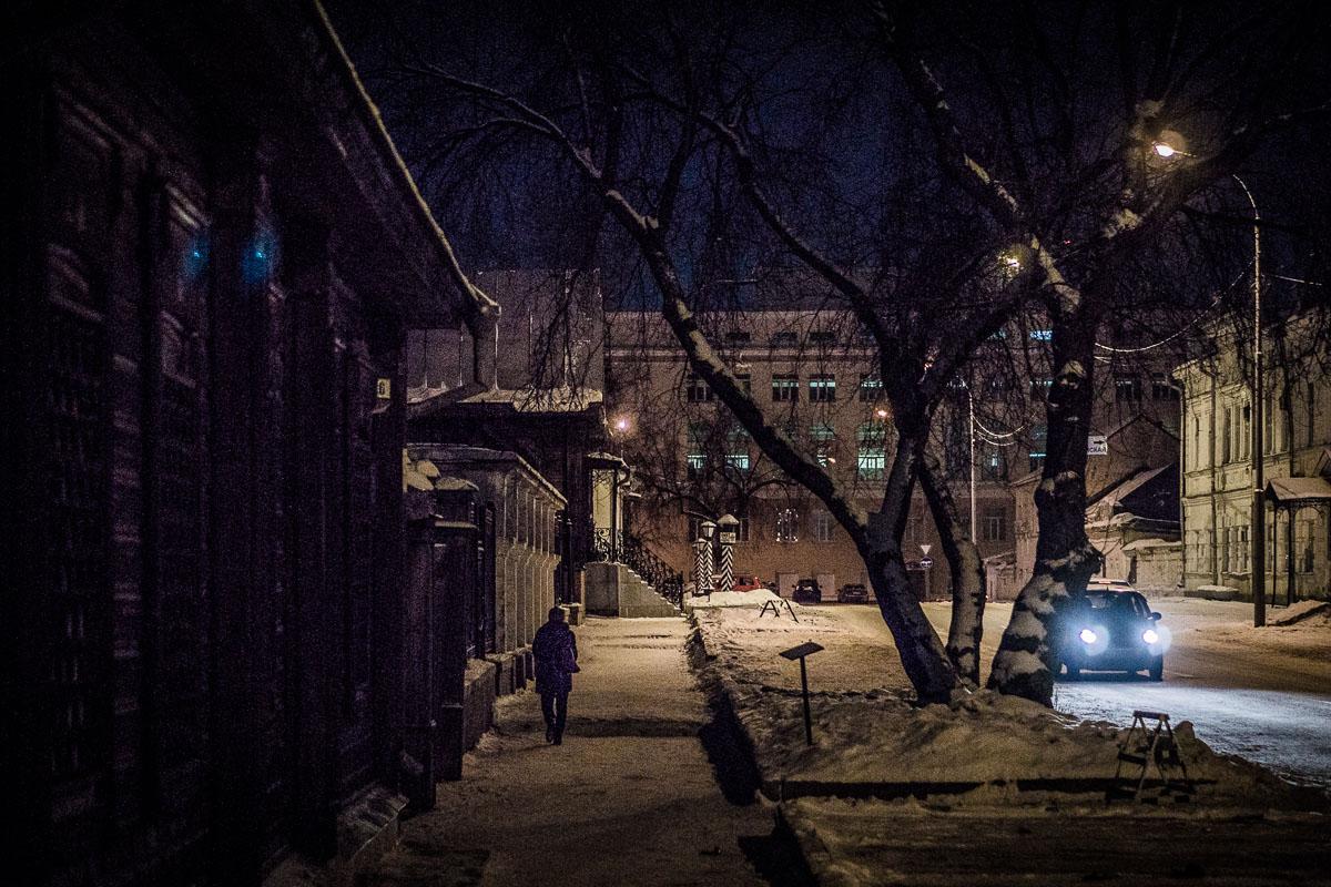 Фото 14. Пример ночного стрит-фото, снятого на Сони А6000 и фикс Сони 50/1.8. 1/250, 1.8, 800, 50.