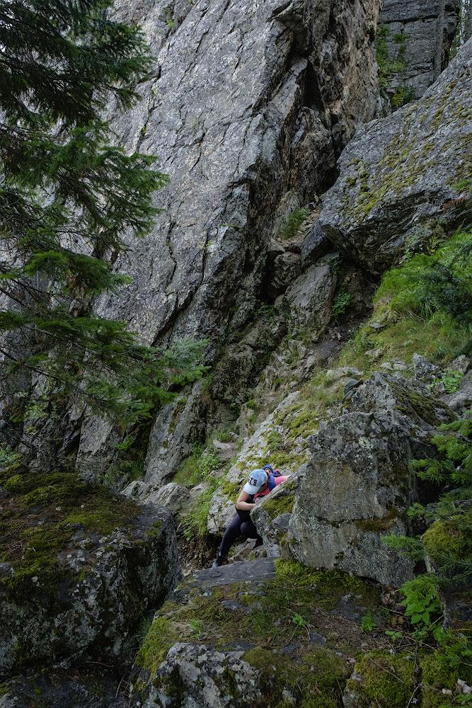 Снимок 12. Тестирование Фуджи Х-Т10 в горах Башкирии. Преодоление сложных препятствий.
