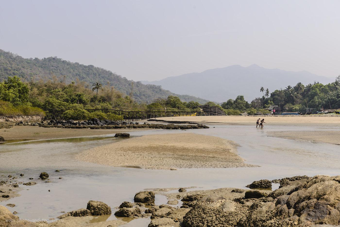 Фото 12. Северная часть пляжа Палолем. Устье ручья, по которому можно отправиться на прогулку. На карте это место обозначено «Мост» и «Advota». 1/200, 0.67, 8.0, 100, 50.