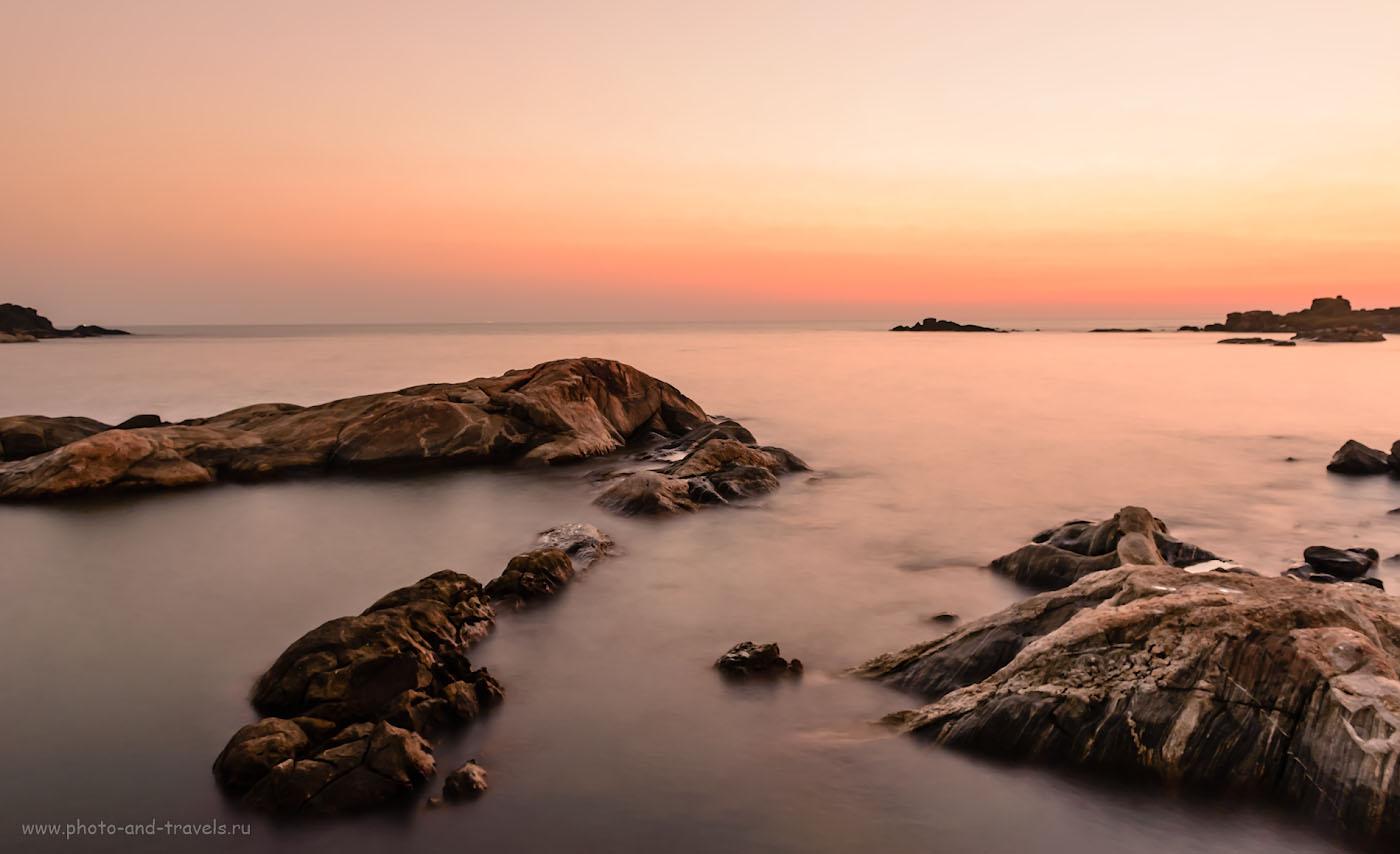 Фото 23. Камни на пляже Коломб (Colomb Beach), что к югу от Палолема. Аравийское море. Отдых на Южном Гоа. Индия. Снято со штатива Sirui T-2204X. Вспомнить бы еще, зачем я здесь ISO 640 сделал… Параметры съемки: 13 секунд, +3.0, 8.0, 640, 24.