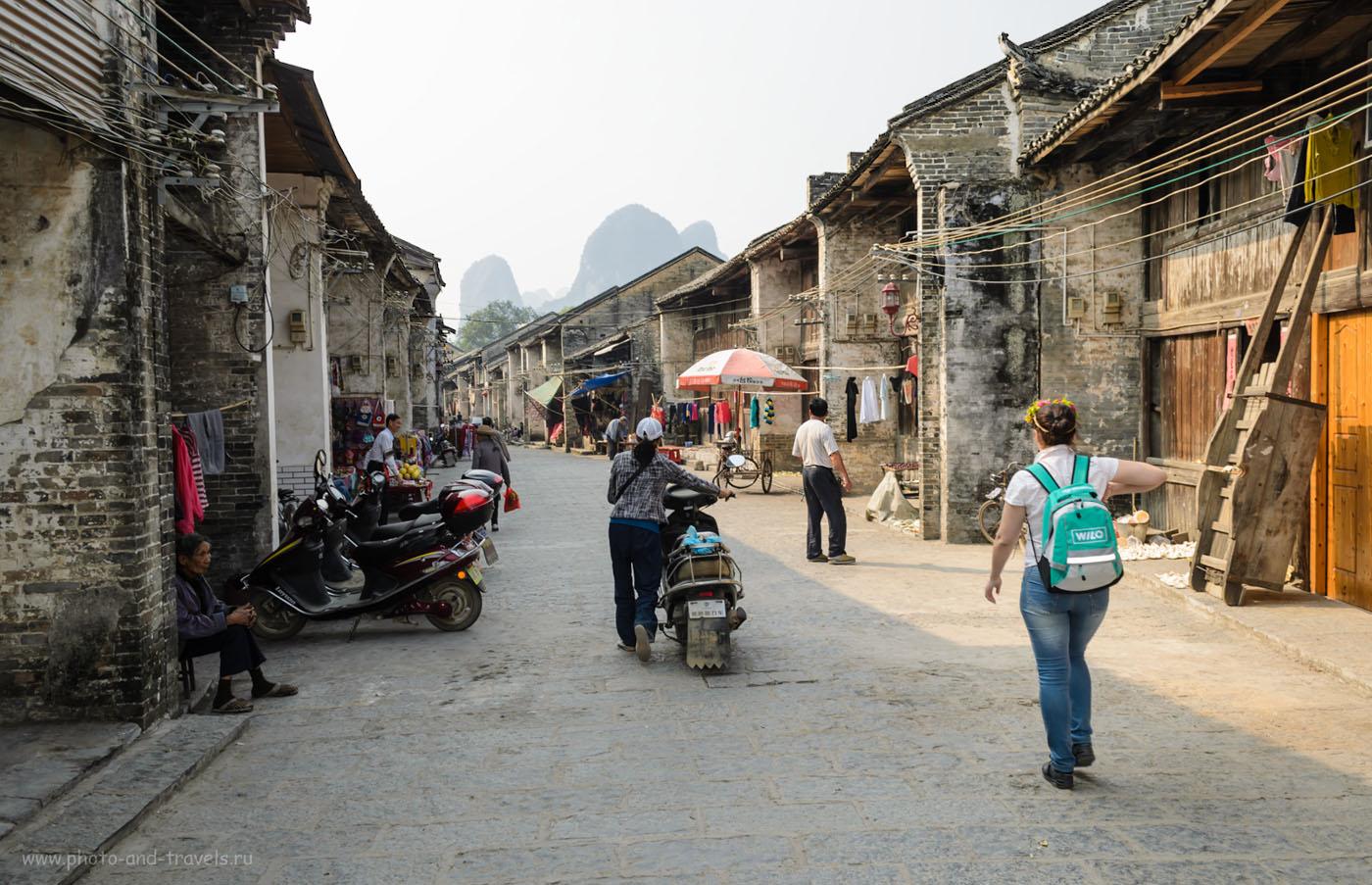 Фото 5. Китай. Поездка из деревни Яншо (Yangshuo) в Xingping. Старинная улица в Синпине. 1/200, 7.1, 100, 18.