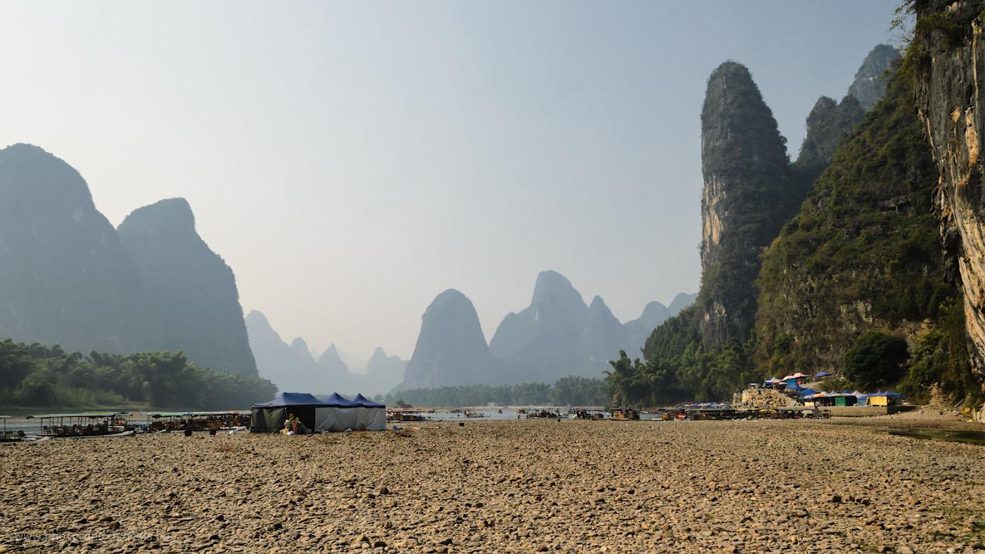 Фотография 11. Отзывы туристов о сплаве на бамбуковых плотах в Яншо. Пристань на реке Лицзян (Li river) в Китае. 1/160, 11.0, 100, 18.