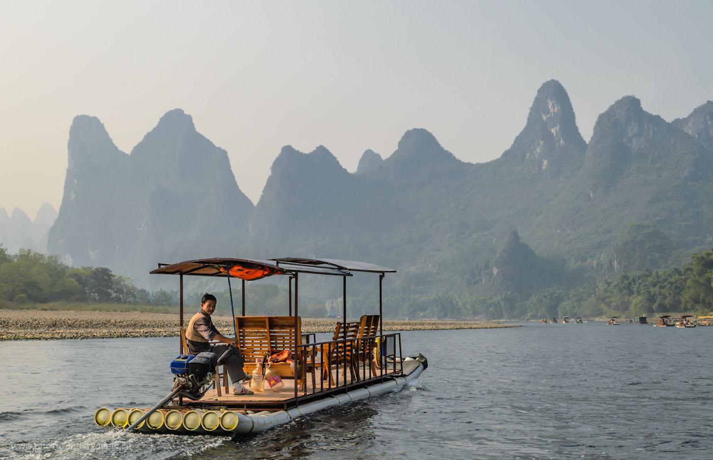 Фото 16. Отдых в Китае. Поездка из города Гуйлинь в Яншо (Yangshuo). Бамбуковый плот на реке Lijiang river (Лицзян). 1/125, 11.0, 110, 36.