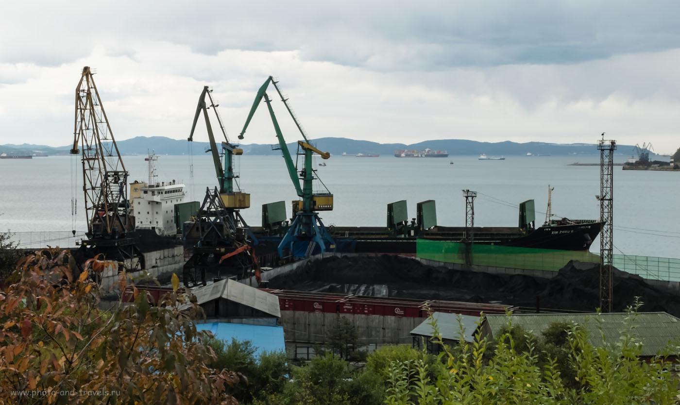Снимок 7. Загрузка сухогруза в порту Находки. Фотопрогулка с Fuji X30. Настройки: 1/120, 9.0, 200, 15.4.