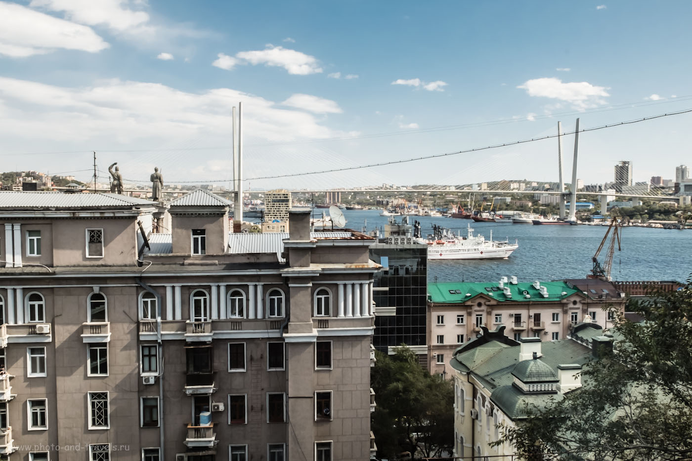 Фото 11. Вид на Золотой мост во Владивостоке. Камера Fuji X30. Параметры съемки: Настройки: 1.210, +1.0, 7.1, 200, 9.3.