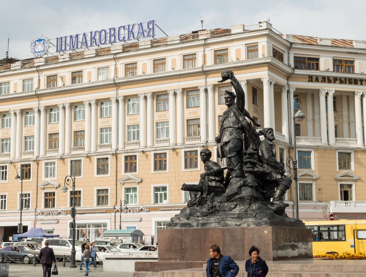 Фото 19. Левая скульптурная группа памятника посвящена освобождению партизанами Владивостока от японских оккупантов в 1922 году. 1/400, +0.67, 8.0, 200, 16.7.