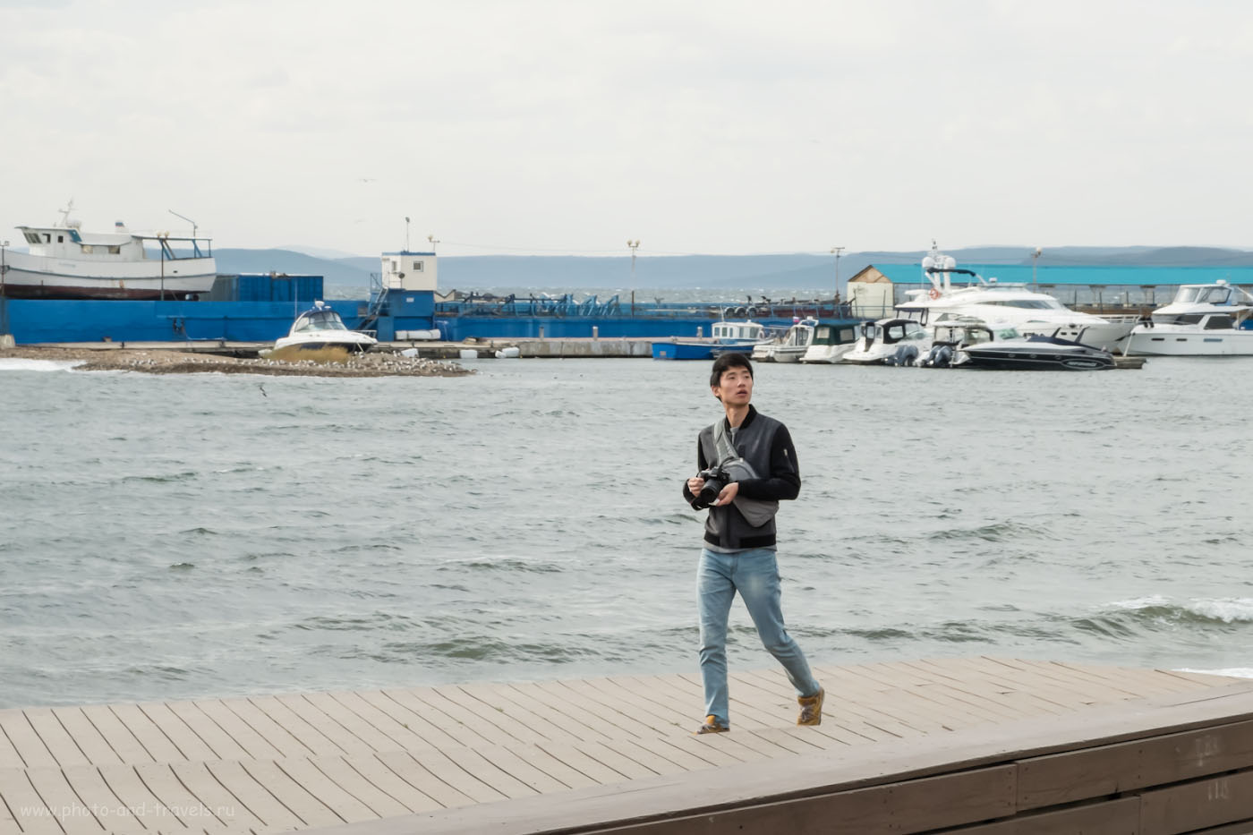 Фотография 22. Пожалуй, в этот солнечный и ветреный день я хотел бы держать в руках не Fuji X30, а вот такой, более серьезный фотоаппарат. 1/210, +0.67, 8.0, 200, 28.4.