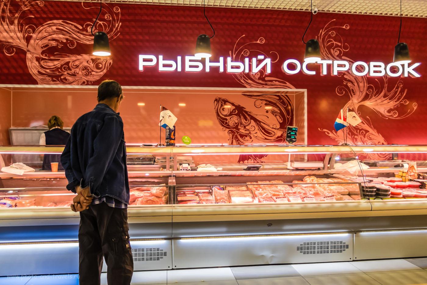 Фото 27. Рыбный магазин в аэропорту Владивостока. Снято на мыльницу Фуджифильм Х30. 1/40, +0.67, 2.0, 320, 7.1.