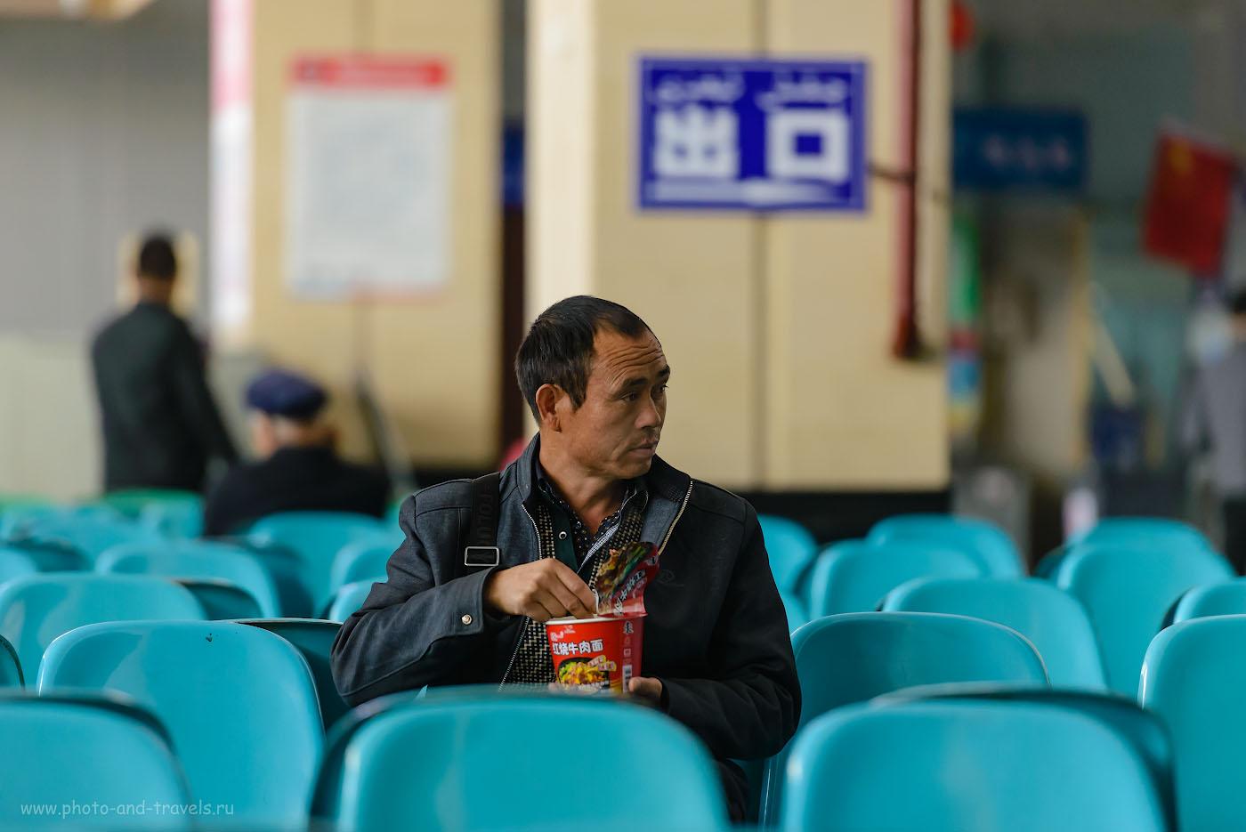 Фото 33. Приготовьтесь в поездке в Китай питаться только «Дошираком». Камера Nikon D610, объектив Nikon 70-200mm f/2.8G. Настройки: 1/400, 2.8, 3200, 200.