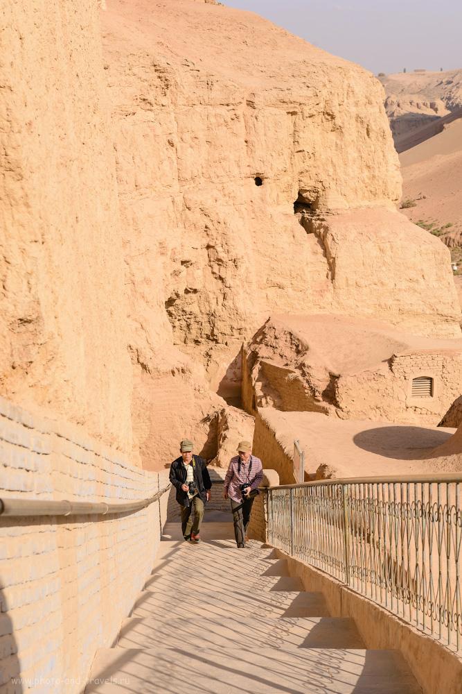 Фотография 14. Территория пещер тысячи Будд Безеклик огорожена и благоустроена. И намека на старину здесь не увидеть. 1/250, 0.67, 9.0, 100, 62.