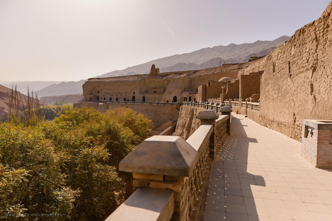 Фото 15. Пещеры тысячи Будд Безеклик в пылающих горах рядом с Турфаном. Куда поехать на экскурсии из Урумчи? Отзывы о путешествии по Китаю. 1/3200, -1.0, 2.8, 100, 24.
