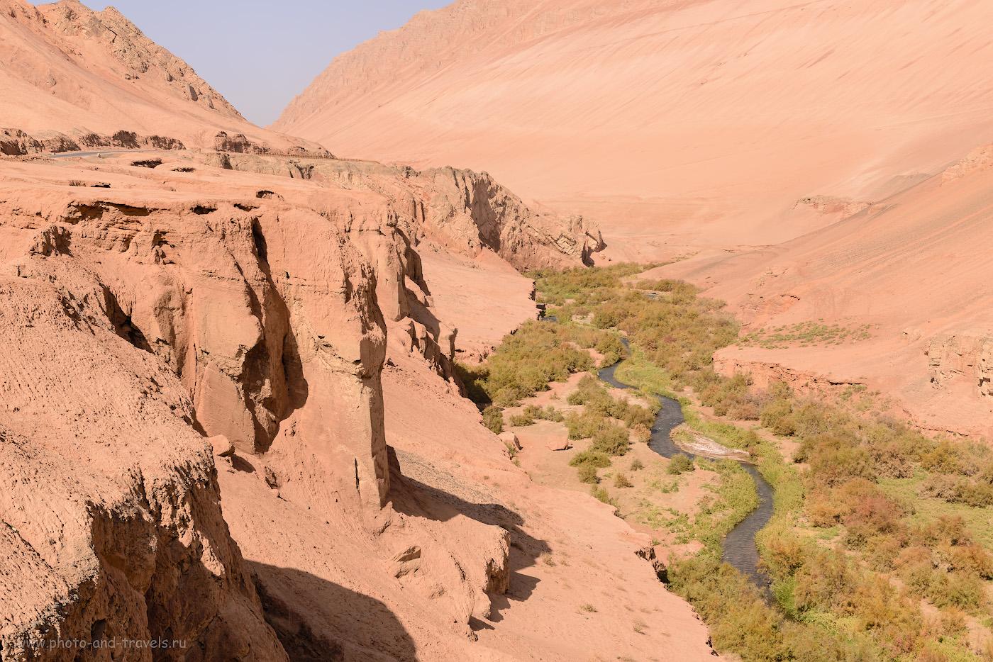 Фото 23. Ущелье Мутоу в Пылающих горах. Там за поворотом – пещеры тысячи Будд Безеклик. 1/250, +0.67, 8.0, 100, 50.