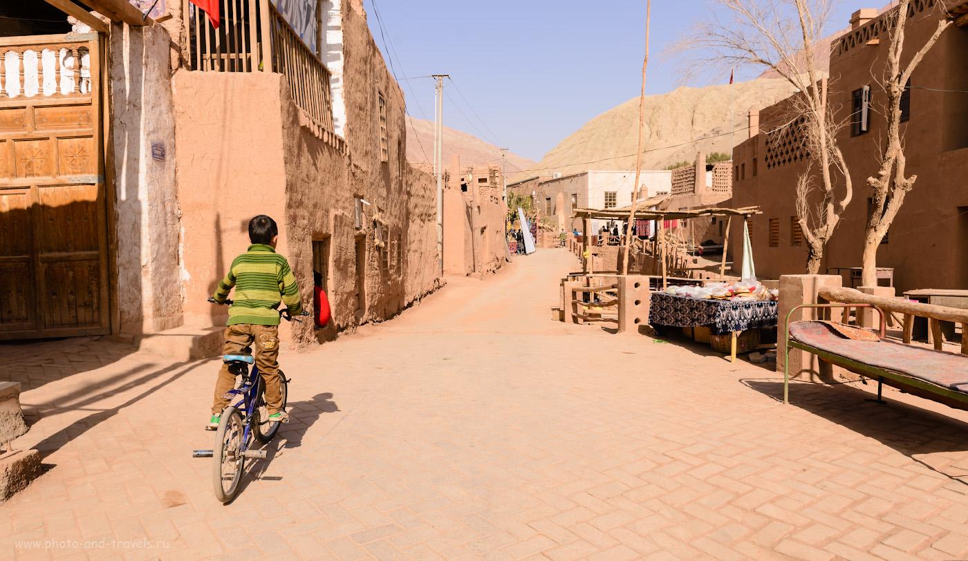 Фотография 3. На улицах кишлака Туюк-мазар в окрестностях Турфана. Отзывы об отдыхе в Китае. 1/250, +0.67, 8.0, 100, 24