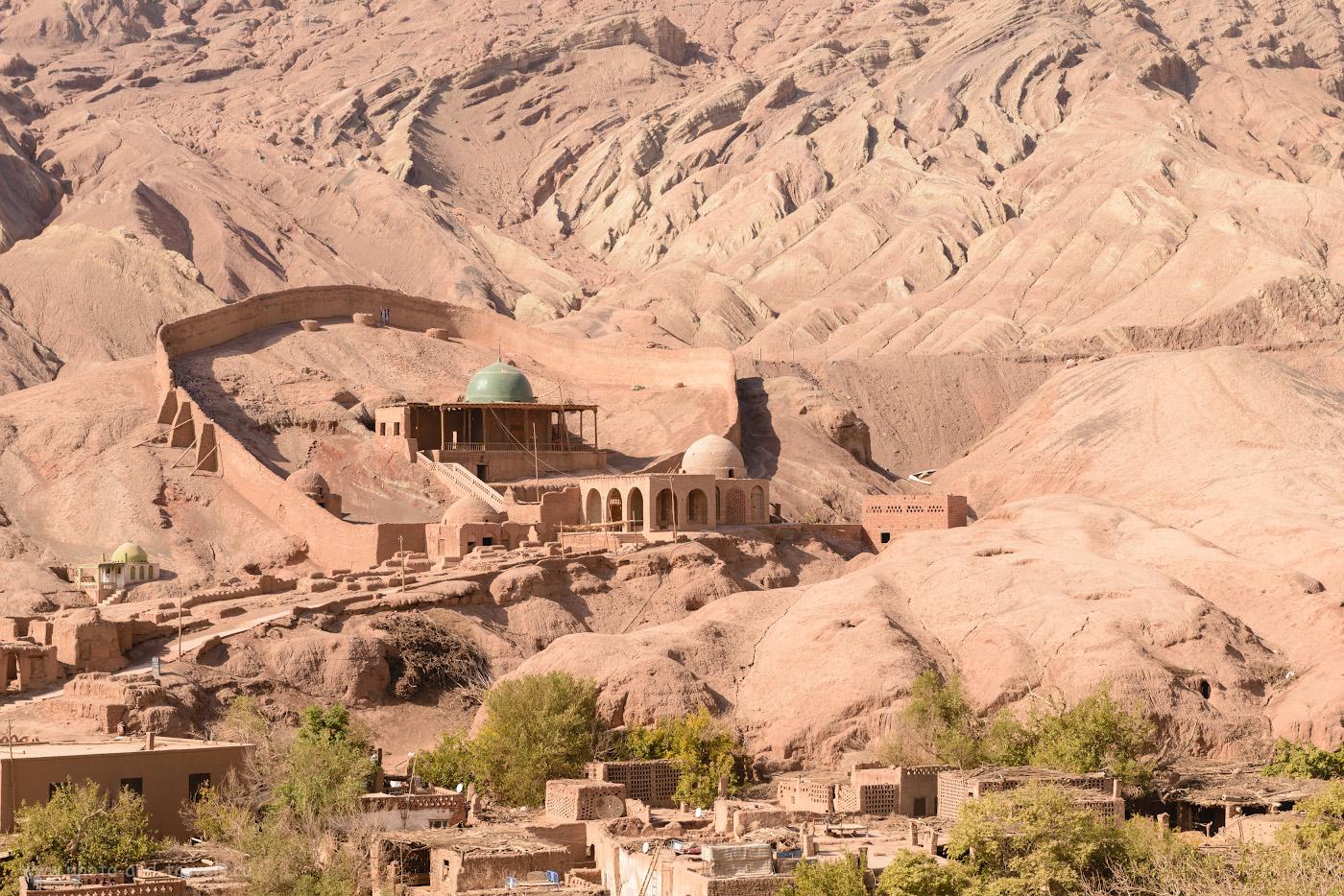 Фото 15. Пещера Асхаб аль-Кахф Мазар - священное для китайских мусульман место. Что посмотреть в окрестностях Урумчи. 1/200, +0.67, 8.0, 100, 62.