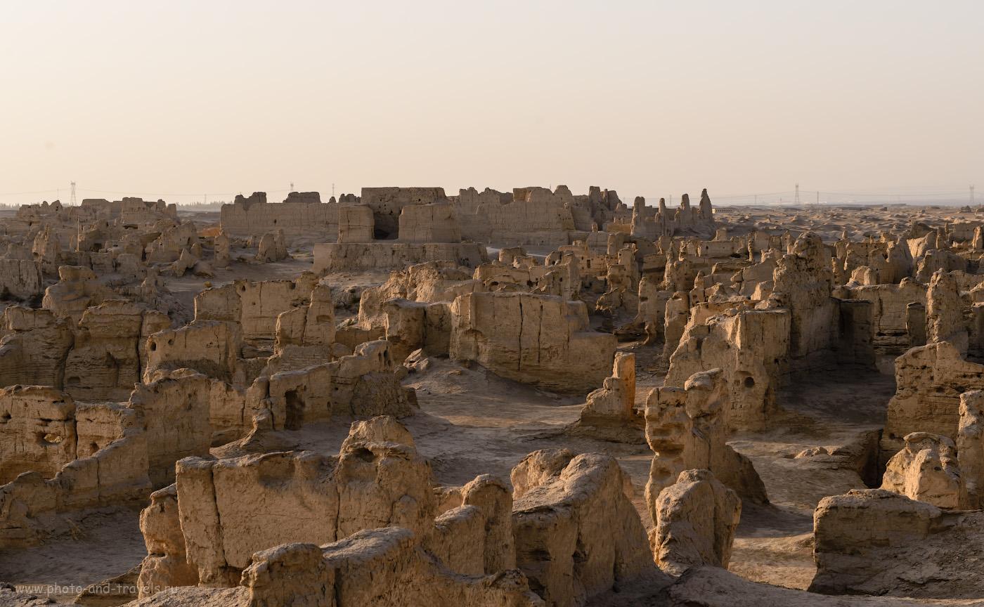 Фото 10. Вид на руины городища Цзяохэ в окрестностях Турфана, куда можно приехать из Урумчи на экскурсию. Поездка в Китай самостоятельно.