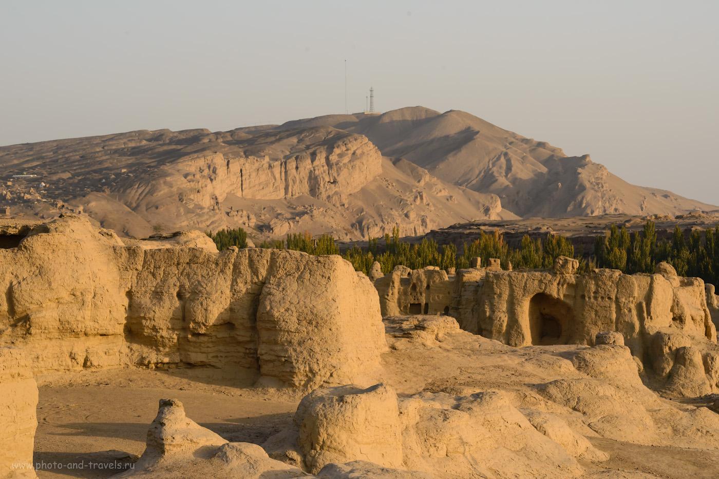 Фотография 14. Поползать по горам, возвышающимися над Цзяохэ было бы тоже интересно. Отчет о поездке из Урумчи в Турфан. Путешествие по Синьцзян-Уйгурскому автономному району Китая.