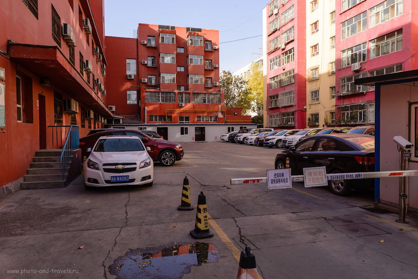 Фотография 12. Хостел «Ziyou International Youth Hostel» находится в каком-то общежитии, вывески нет. Нужно зайти в дверь справа и подняться на второй этаж. Где поселиться в Урумчи? Отчет о поездке в Синьцзян-Уйгурский автономный район Китая самостоятельно. 1/125, -1.0, 8.0, 100, 24.