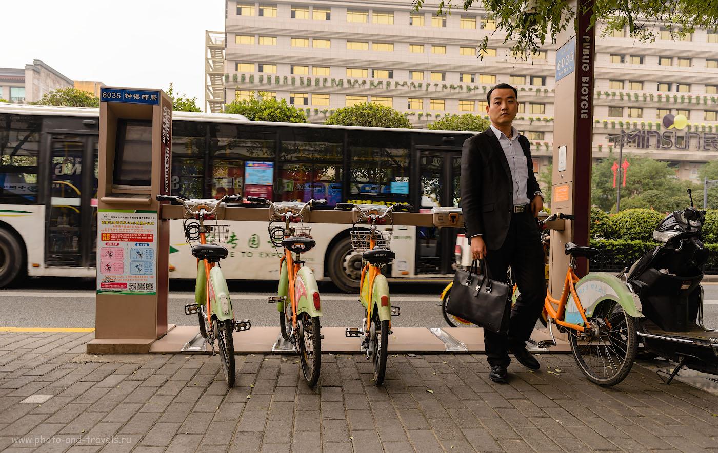 Фотография 18. В Сиане можно встретить на каждом шагу пункты проката велосипедов. Отчет о путешествии по Китаю самостоятельно. 1/200, 4.5, 100, 24.
