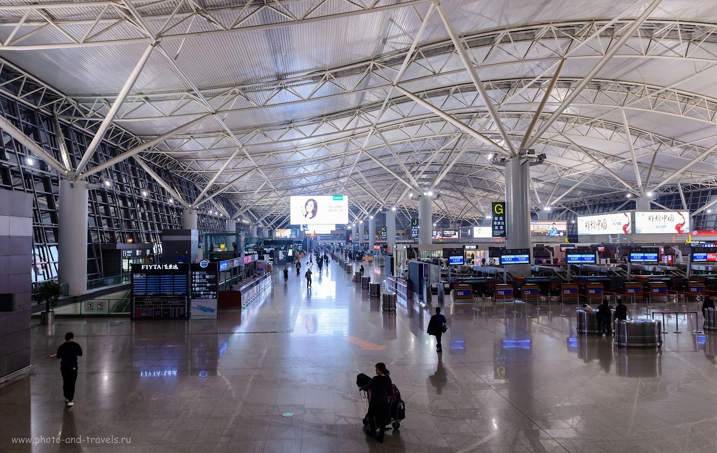 Фото 21. Зал вылета аэропорта Сианя. Ожидаем начала регистрации на рейс в Таиланд из Китая. 1/50, +0.33, 5.6, 1250, 24.