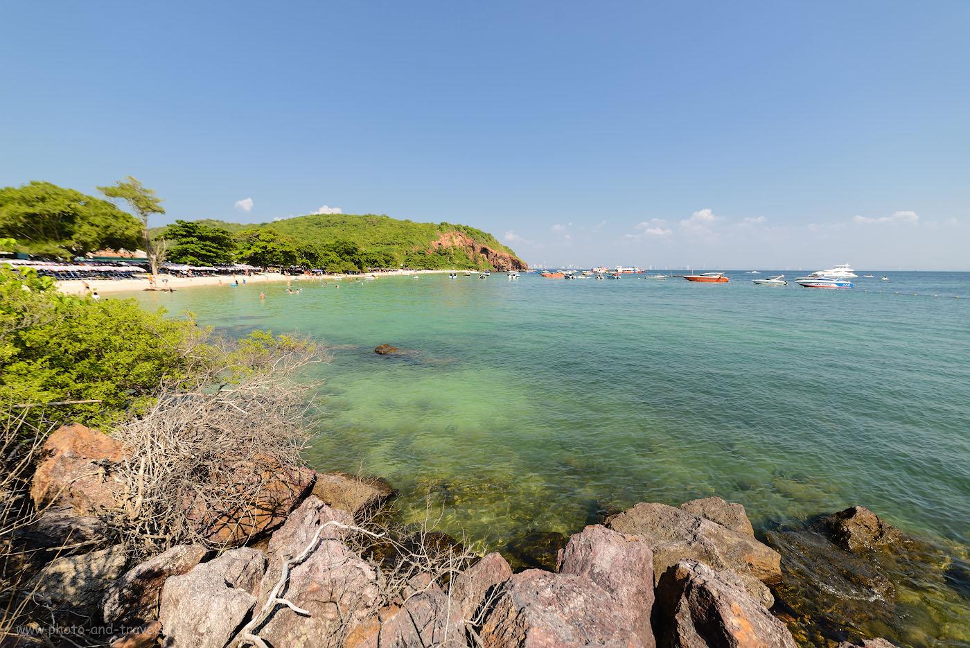 Фото 22. После активного отдыха в Китае наступили дни релаксации в Таиланде. Вид на пляж Нуал (Nual beach или Monkey beach) на острове Ко Лан. Фотоаппарат Nikon D610 с объективом Samyang 14mm f/2.8. Настройки: 1/400, -0.33, 5.6, 100, 14.