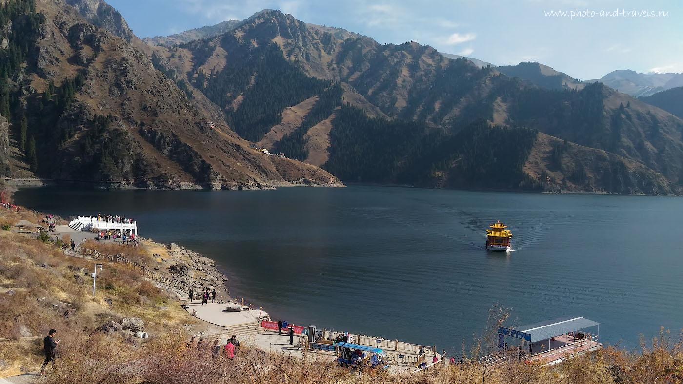 Фотография 14. По озеру Тяньчи можно отправиться на прогулку по воде. Отзыв об экскурсии к достопримечательностям в районе Урумчи. Как мы съездили в Китай самостоятельно.
