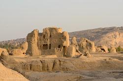 Razvaliny drevnego goroda TSziaokhe v okrestnostiakh Turfana - eshche odna dostoprimechatelnost Sintszian-Uigurskogo avtonomnogo raiona v Kitae Otzyv ob ekskursii.