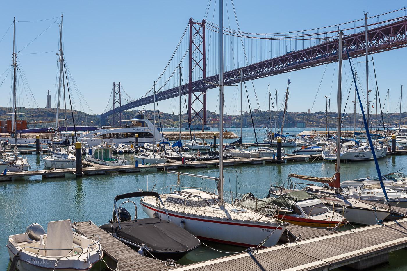 Фото 1. Лиссабонская марина. Отзыв об отдыхе в Португалии самостоятельно. Камера Canon 6D, объектив Canon EF 17-40mm f/4,0. Настройки: выдержка 1/320, экспокоррекция 0 EV, диафрагма f/9, ISO 100, фокусное расстояние 33 мм.