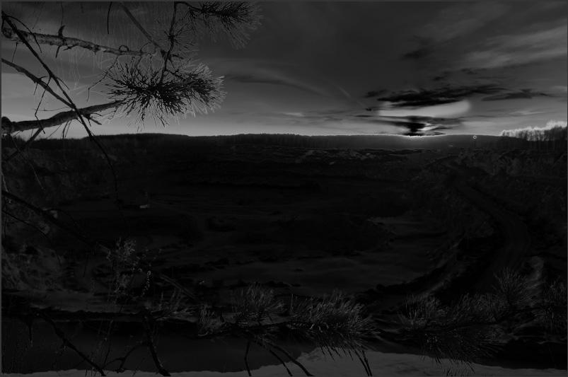 Фото 36. Маска насыщенности выделяет белым области изображения с максимальной насыщенностью. Для данного изображения – это края солнца и часть неба. Основы теории цвета
