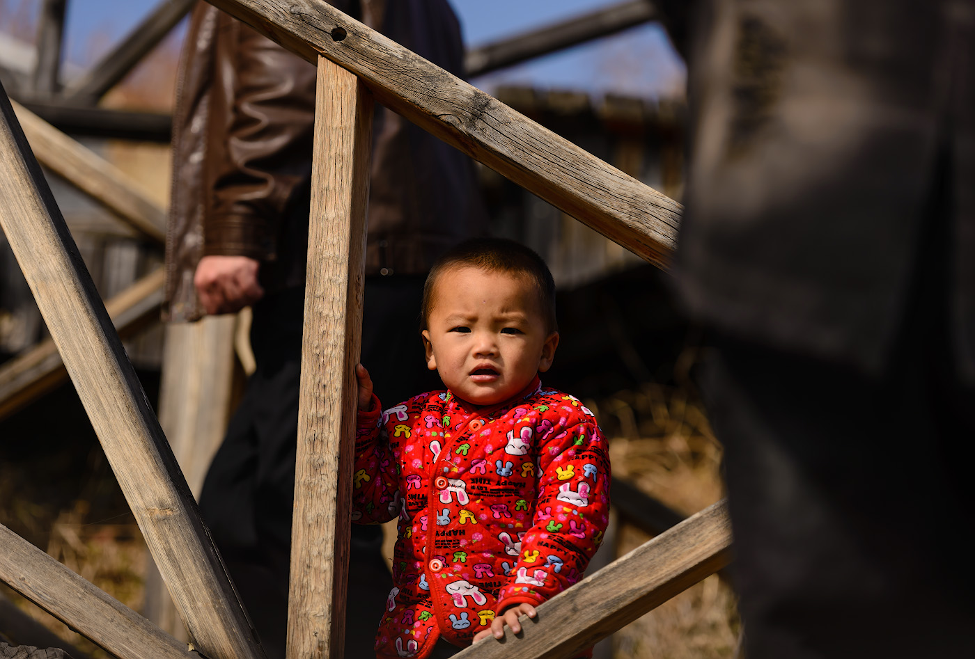 Фото 12. Юный китайский турист приобщается к походам выходного дня. Отзывы об экскурсиях к озеру Тяньчи из Урумчи. 1/640, -0.33, 2.8, 100, 140.
