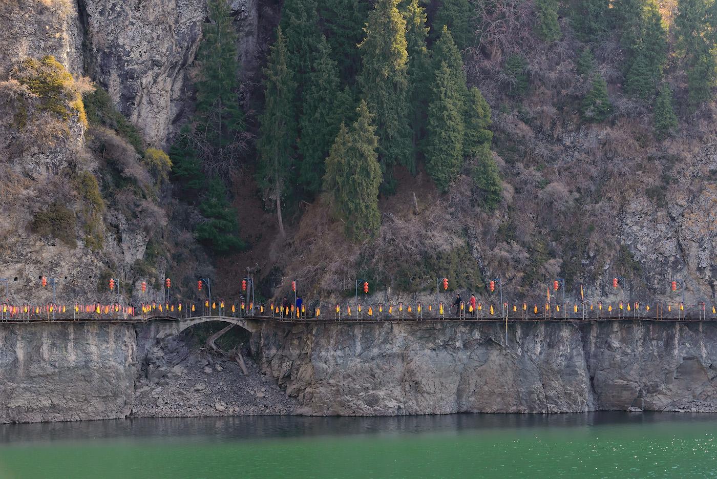 Фото 14. Прогулка над ледяными водами горного озера Тяньчи в Китае. Отзывы об экскурсиях в окрестностях Урумчи. 1/200, -0.33, 8.0, 1800, 98.