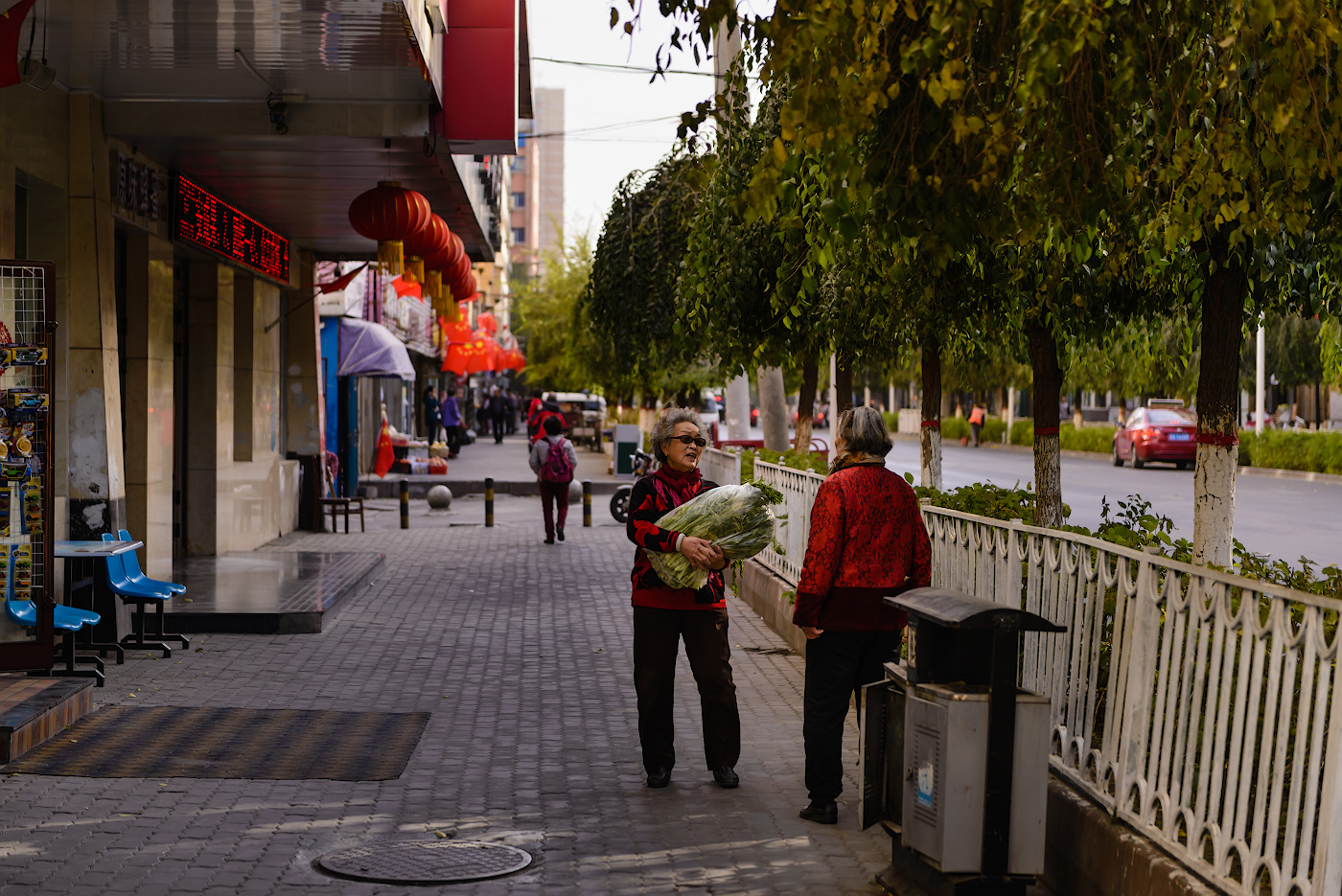 Фото 19. На улицах Урумчи. Отзывы туристов о поездке в Китай самостоятельно. 1/400, -1.0, 2.8, 100, 70.