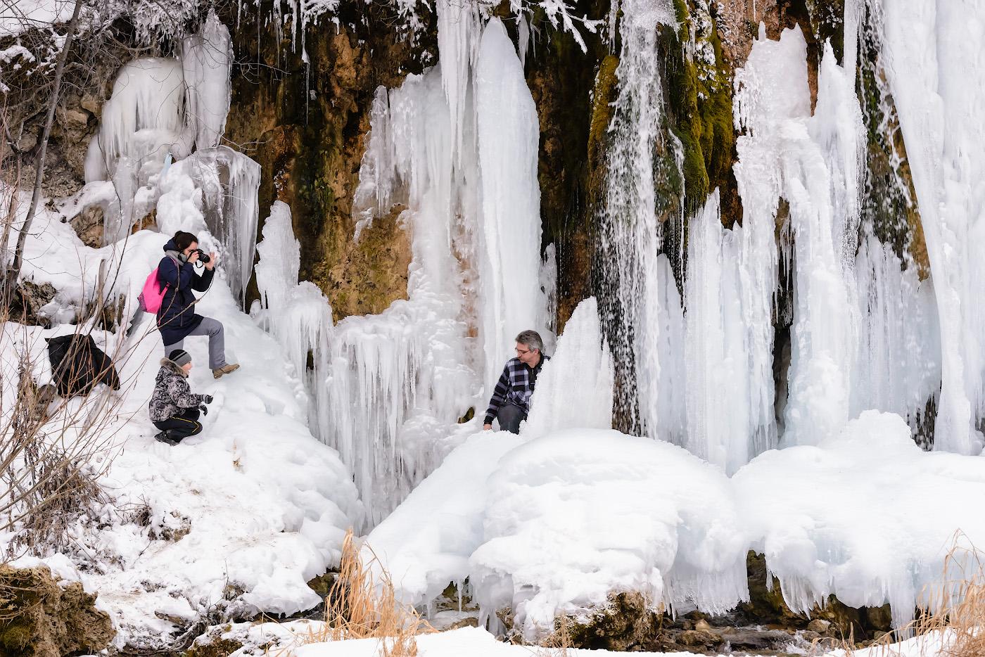 Фотография 16. Фотосессия в ледяных палатах водопада Плакун. Как мы отправились в путешествие по Пермскому краю зимой на автомобиле.