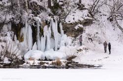 Fotoreportazh o progulke k ledianomu vodopadu Plakun riadom s derevnei Sasykovo v Suksunskom raione Permskogo kraia.