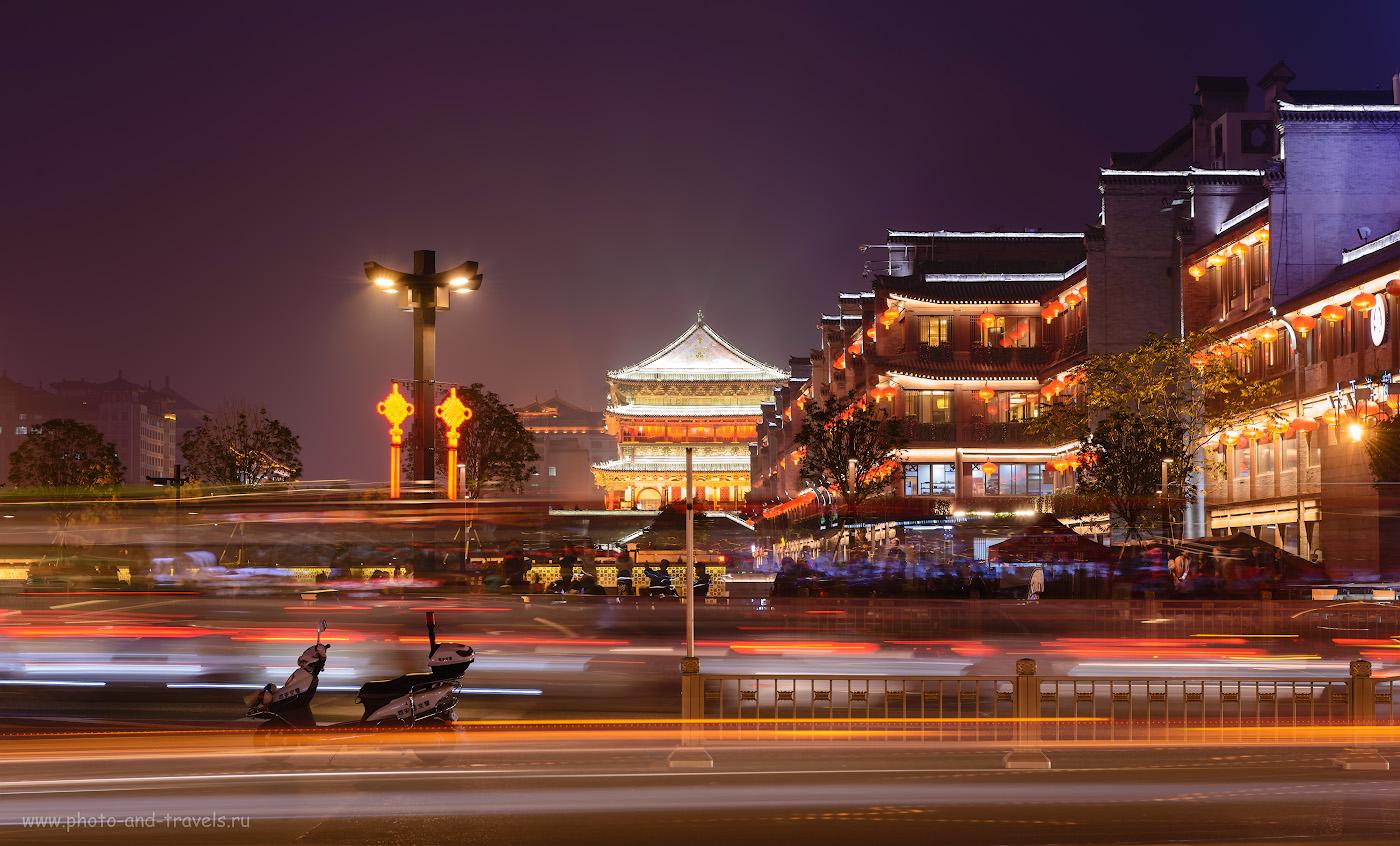 Фото 17. Вечер на центральной площади Сианя. Вид на торговый центр Century Ginwa Shopping Mall (世纪金花购物中心). Здесь, как я слышал, продают брендовые вещи. Место для элитного шопинга в Китае. 4.0, +1.33, 10.0, 100, 70.